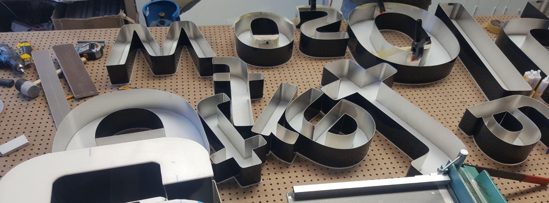 Litery świetlne - litery przestrzenne - litery 3D