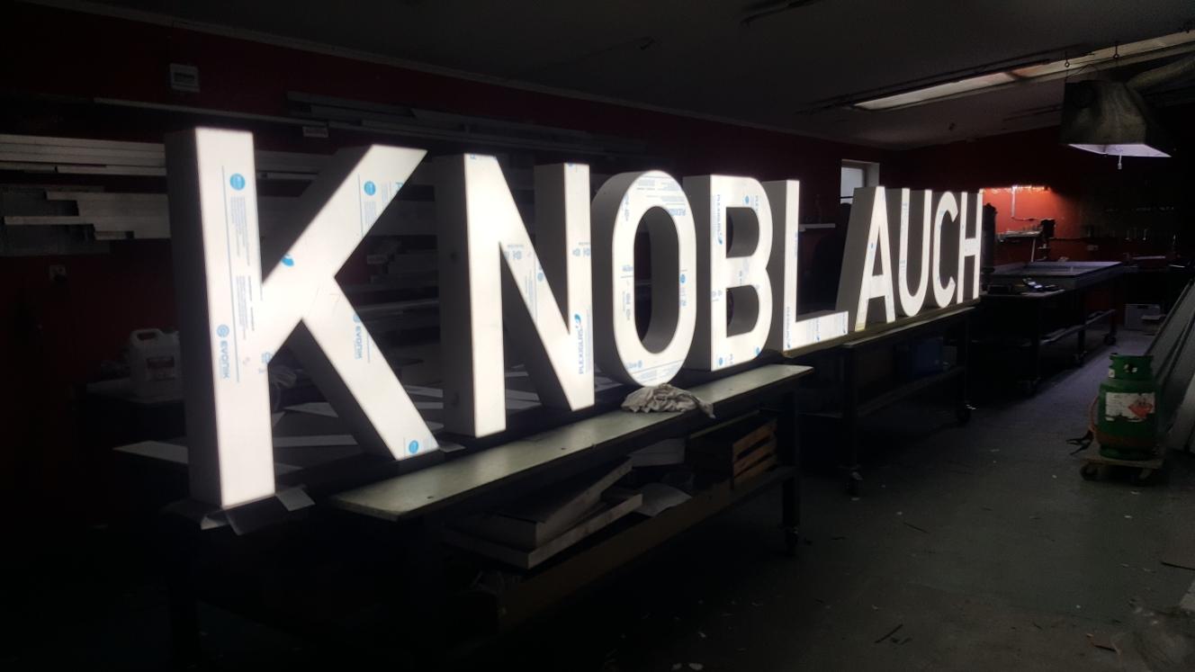 Neony - reklamy świetlne - litery przestrzenne - kasetony świetlne - litery 3D